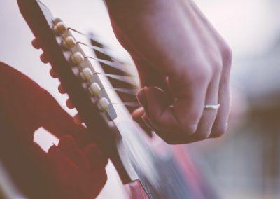 guitar-1354022 2